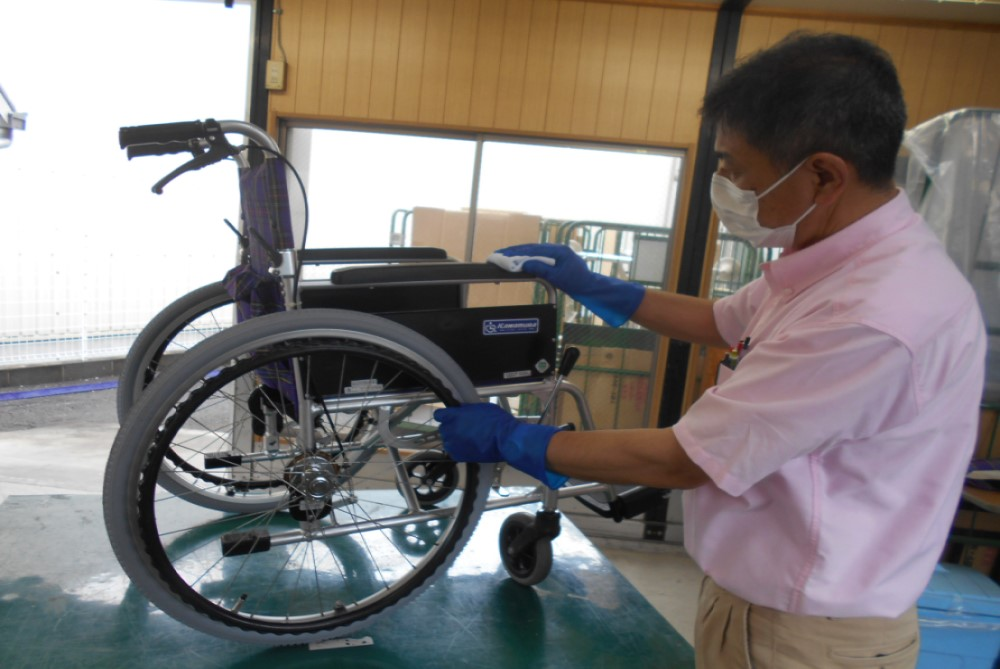自社の工場にて商品の管理、洗浄消毒、メンテナンスを行います